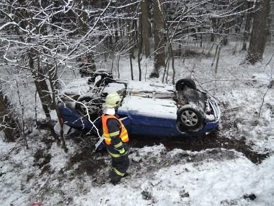 Sníh ochromil dopravu v kraji, řada silnic je neprůjezdná
