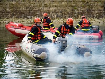Harcovskou přehradou brázdily čluny hasičů