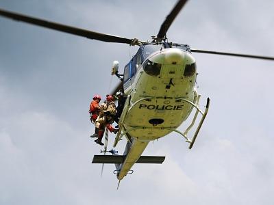Hasičští kynologové cvičili i se psy na Všeni přesuny vrtulníkem
