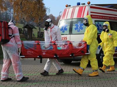 Krajské složky IZS ve Vesci cvičně likvidovaly ebolu