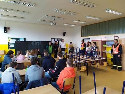Hasiči si v ZŠ Mozartova vyzkoušeli evakuaci obyvatel Jablonce
