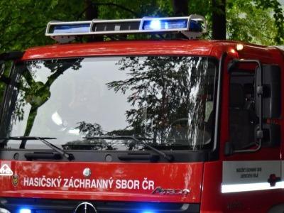 O víkendu zasahovali hasiči u požáru v Jablonci a nehodě v Liberci