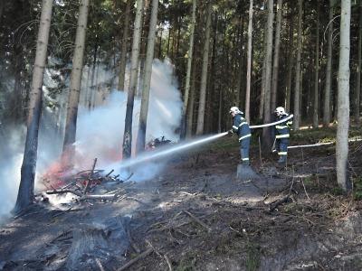 Hasiči zasahovali u lesních požárů v Jiřetíně a v Čikváskách