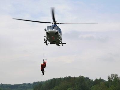 Vrtulníky křižovaly údolím Jizery
