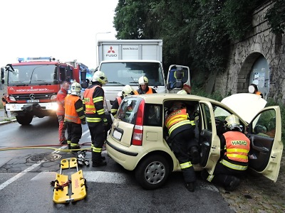 V jablonecké Skřivánčí ulici se střetlo osobní auto s nákladním