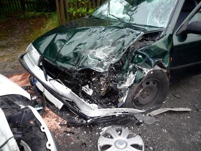Krajští hasiči vyjížděli k mnoha nehodám, v Jablonci auto zastavil strom