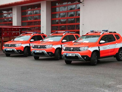 Hasiči v Libereckém kraji dostali celkem pět aut a speciální kontejner