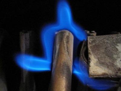 V domě ve Smržovce unikal oxid uhelnatý, tři osoby museli ošetřit