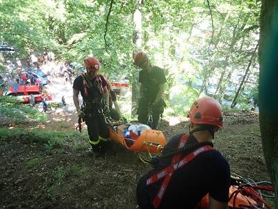 Hasiči zasahovali po pádu ženy na strmých schodech u Hrubé Skály