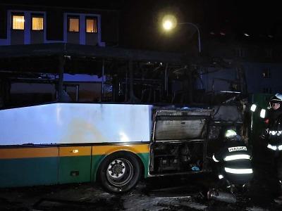 V centru Liberce hořel autobus