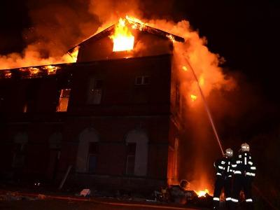 Hoří budova nedaleko nádraží v Liberci
