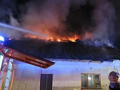 Požár domu v Proseči u Semil zaměstnal sedm jednotek hasičů