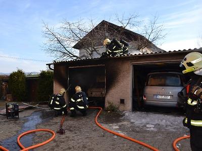 Hořela garáž v Liberci, škoda je přes půl milionu