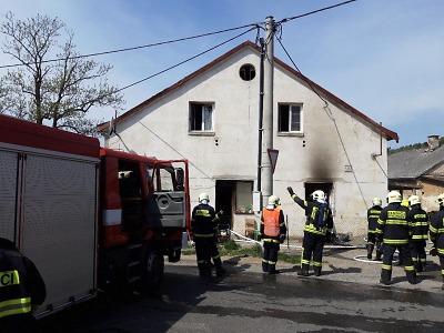 Hořelo v bytovém domě v Kokoníně