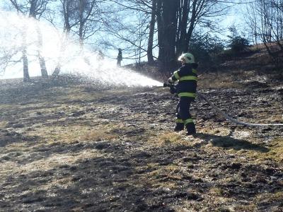 Hasiči často vyrážejí k požárům porostů, poslední hořel na Smržovce