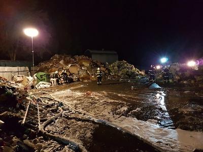 Příjem a svoz odpadů běží v Jablonci i přes požár třídírny normálně