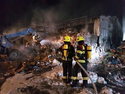 Požár zachvátil skládku druhotných surovin v Proseči nad Nisou