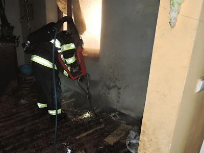 V Železném Brodě hořelo v domě v Poštovní ulici