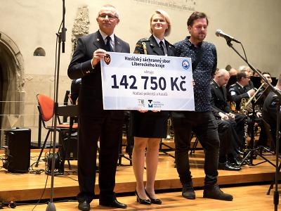 Při oslavě 20 let HZS předali výtěžek z kalendářů HZS Libereckého kraje