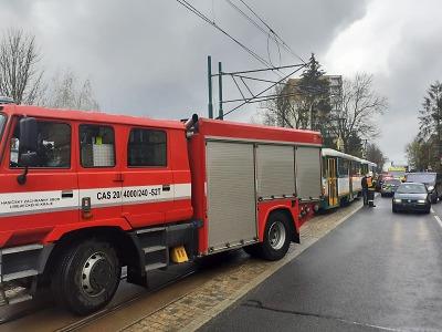 V Jablonci se střetla tramvaj s osobním autem
