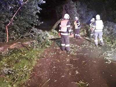 Sobotní bouřka zaměstnala hasiče, naštěstí bez větších komplikací