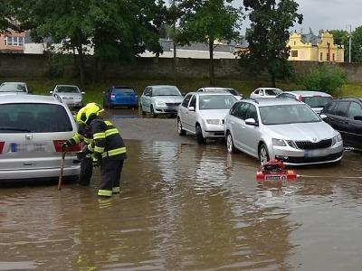Hasiči v kraji zasahují kvůli dešti, vodní toky se dál sledují