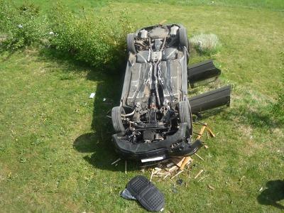 Ve Velkých Hamrech spadlo auto i s řidičkou z vysoko položené garáže