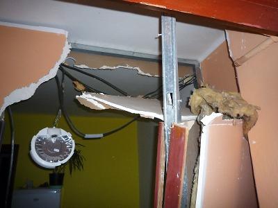 Výbuch propanbutanové lahve a požár poškodily dům ve Smržovce