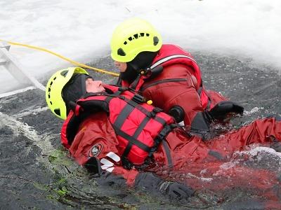 Hasiči budou cvičit záchranu osob z ledu na jablonecké přehradě