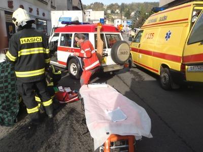 Starší ženu srazilo v Železném Brodě nákladní auto