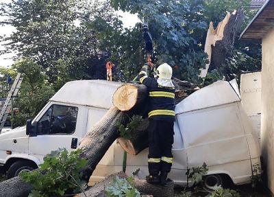 Bouřka o víkendu v kraji opět škodila