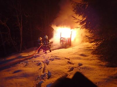 Na Hartigově stezce v Tanvaldu hořela zahradní chatka