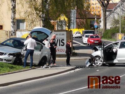 Video: V jablonecké ulici Želivského došlo k nehodě dvou aut