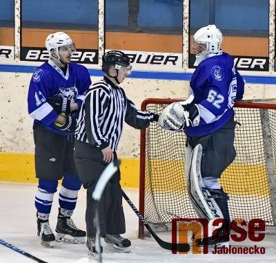 Vlci sebrali hokejistům Trutnova naději na play-off