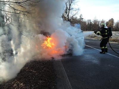 O víkendu hořela auta v Krásném Lese a Malé Skále