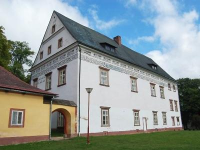 Zámek v Horní Branné přežil i třicetiletou válku. Dnes je v něm muzeum