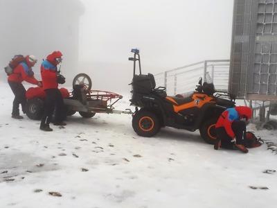 Dvojici v lehkém oblečení musela pod Sněžkou zachránit horská služba