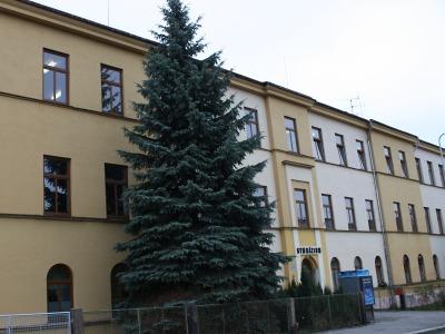 Vybrali dodavatele výměny oken na budově Gymnázia U Balvanu