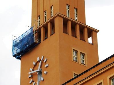 Město Jablonec reklamovalo omítku na věži radnice