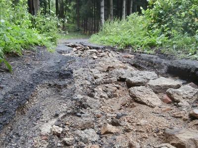 Přívalový déšť způsobil v Jablonci škody na silnicích za milion korun
