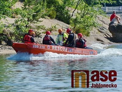 Na přehradní nádrži Mšeno se utopil 44letý muž