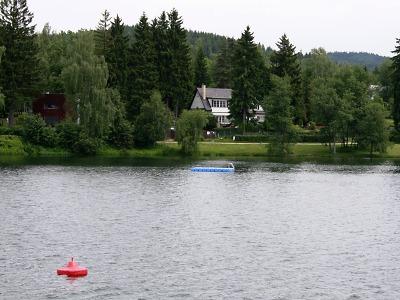 Zařízení k likvidaci sinic je na přehradě v Jablonci kvůli prevenci