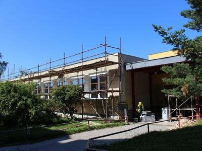 Nové výtahy a učebny bude mít škola na sídlišti Šumava
