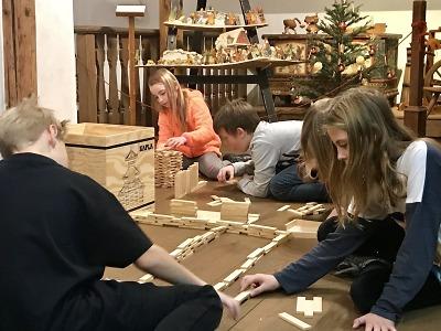Stavění v Domě Scheybalových nabídne dětem dva tisíce kousků dřeva