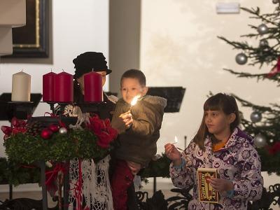 Svíčky, hudba, vánoční strom a pohádky… advent v Jablonci začíná
