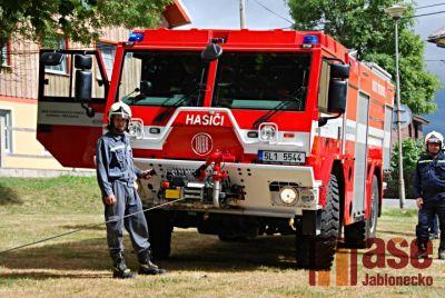 Obrazem: Příchovičtí hasiči pokřtili nové vozidlo
