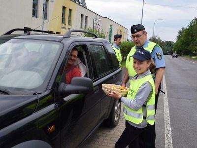 Děti z jabloneckých škol rozdaly řidičům víc jablek než citronů