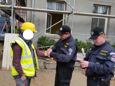 Při akci Stavba policisté kontrolovali nelegální zaměstnávání cizinců