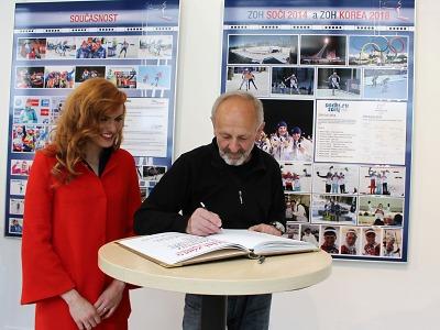 Úspěchy českého biatlonu připomíná výstava na jablonecké radnici