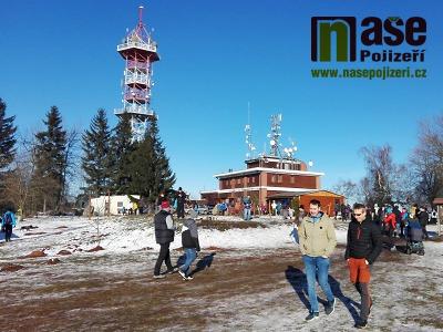 Krásné počasí lákalo k Novoročnímu výstupu na Kozákov